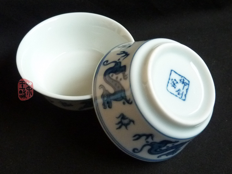 Small celadon cup with Dragon pattern 40cc