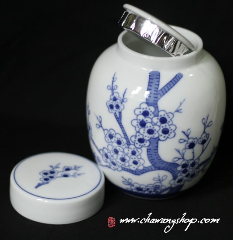 Blue-and-white porcelain tea caddy