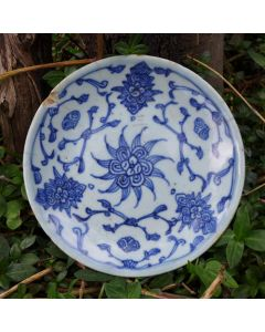 """Vintage Blue-and-white plate """"Entangled Floral Branch"""" E"""