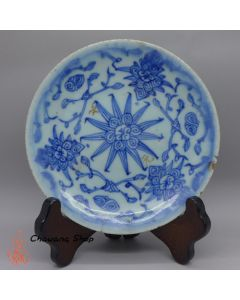 "Vintage Blue-and-white plate ""Entangled Floral Branch"" A"