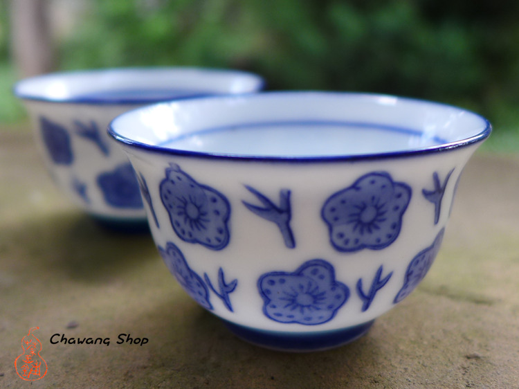 "Chaozhou Gongfu Tea Cups 40ml ""Blue Plum"""