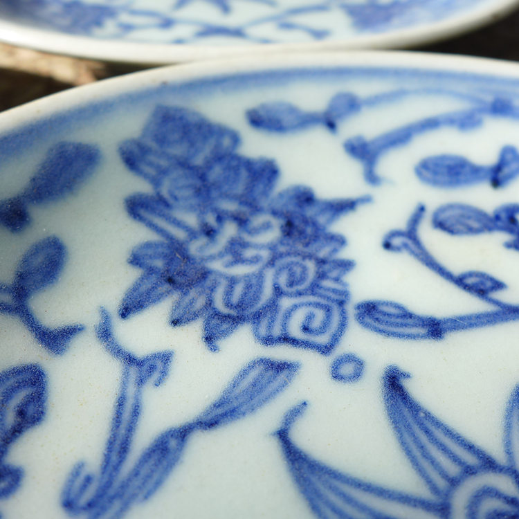 "Vintage Blue-and-white Porcelain Plate ""Entangled Floral Branch"""