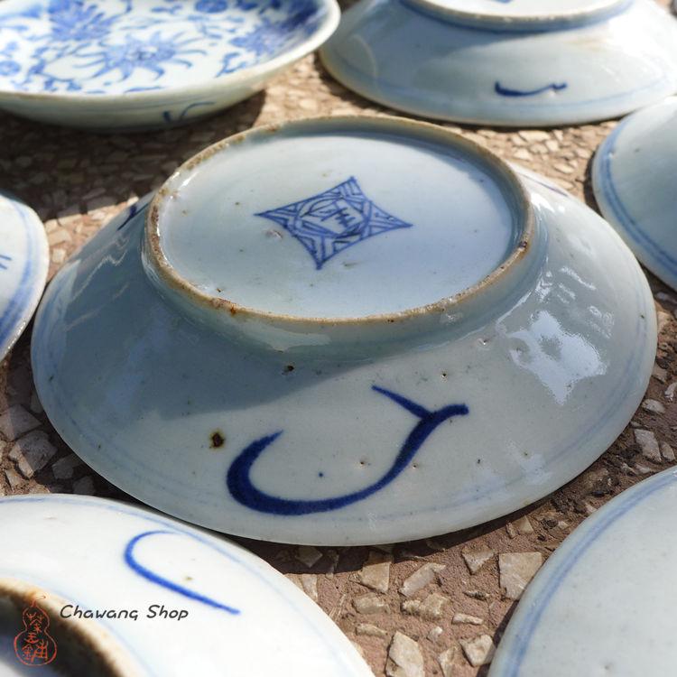 "Vintage Blue-and-white Porcelain Plate ""Entangled Floral Branch"""